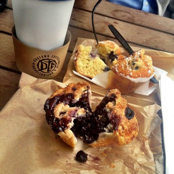 Foto tirada no(a) Dogtown Coffee por Becks em 4/13/2013