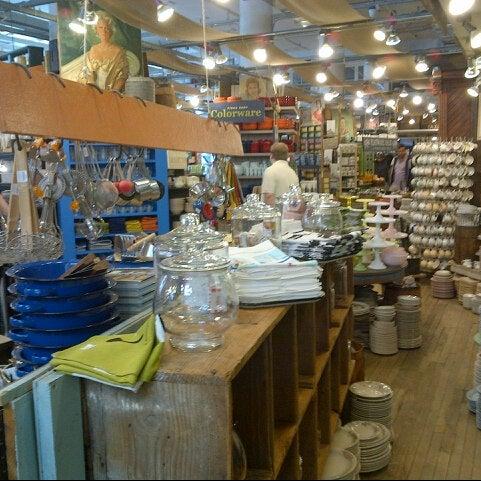 Das Foto wurde bei Fishs Eddy von Takayuki U. am 9/22/2012 aufgenommen