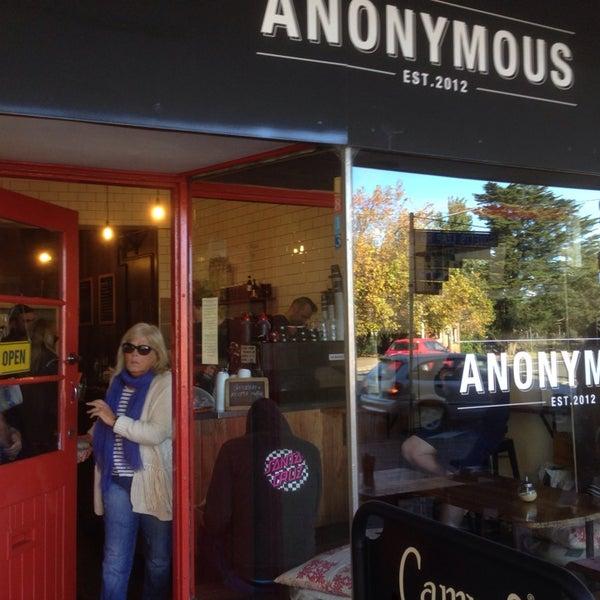 รูปภาพถ่ายที่ Anonymous Café โดย Liam O. เมื่อ 4/18/2014