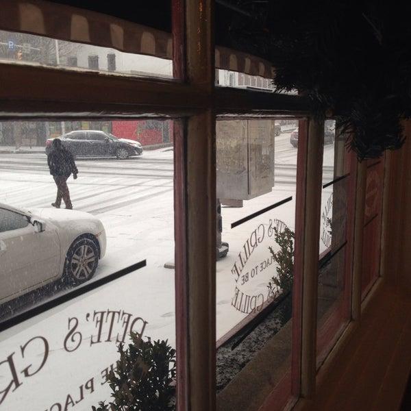 Foto tirada no(a) Pete's Grille por H Alexander S. em 12/8/2013