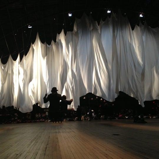 12/16/2012에 Jon C.님이 Park Avenue Armory에서 찍은 사진