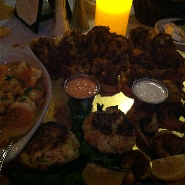Foto scattata a Bourbon Street Restaurant and Catering da Sean M. il 1/25/2013
