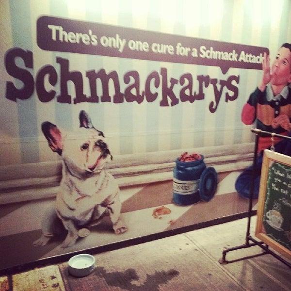 รูปภาพถ่ายที่ Schmackary's โดย TJ D. เมื่อ 7/24/2013