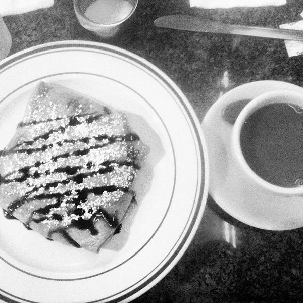 Photo taken at Midnight Express Diner by TJ D. on 8/9/2013