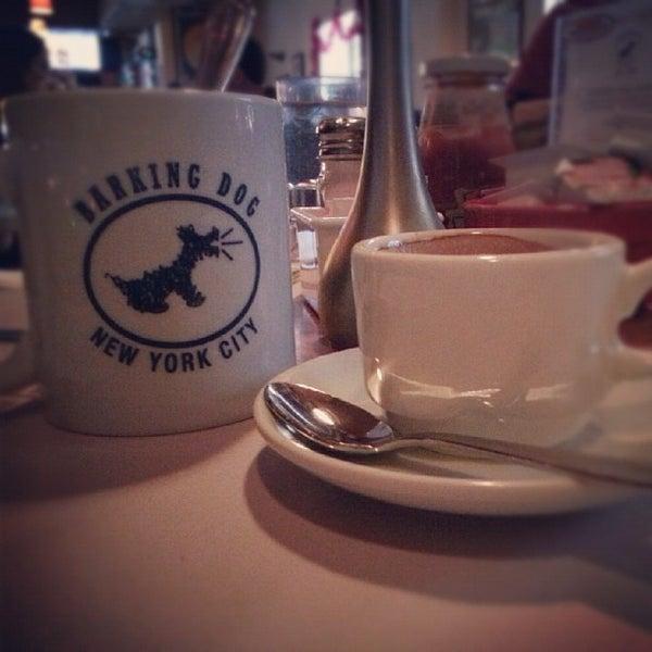 Foto tomada en Barking Dog por TJ D. el 12/8/2012