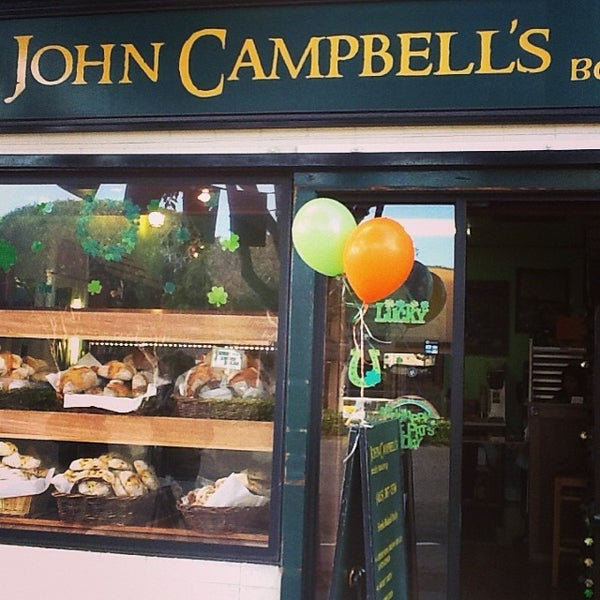 Photo prise au John Campbell's Irish Bakery par John Campbell's I. le3/17/2014