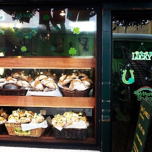 Foto tirada no(a) John Campbell's Irish Bakery por John Campbell's I. em 3/14/2014