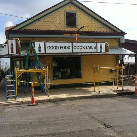 11/5/2012にJoe O.がParkway Bakery & Tavernで撮った写真