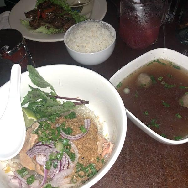 Das Foto wurde bei Falansai Vietnamese Kitchen von Rosario Joy G. am 9/28/2018 aufgenommen
