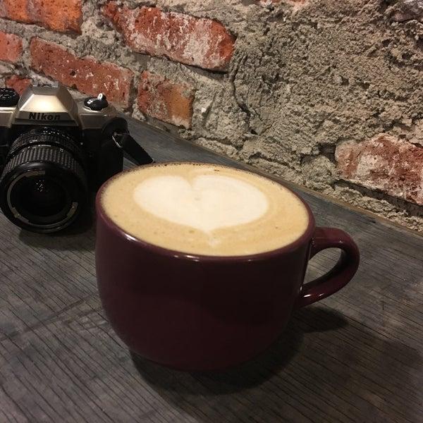 Foto diambil di Arts & Coffee Co. oleh Angeles U. pada 8/16/2018