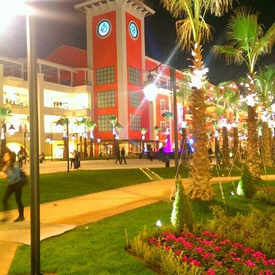 Foto diambil di MaviBahçe oleh Yıldız B. pada 11/14/2015