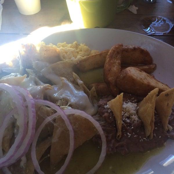 Снимок сделан в Casasola Café & Brunch пользователем Geera M. 7/9/2016