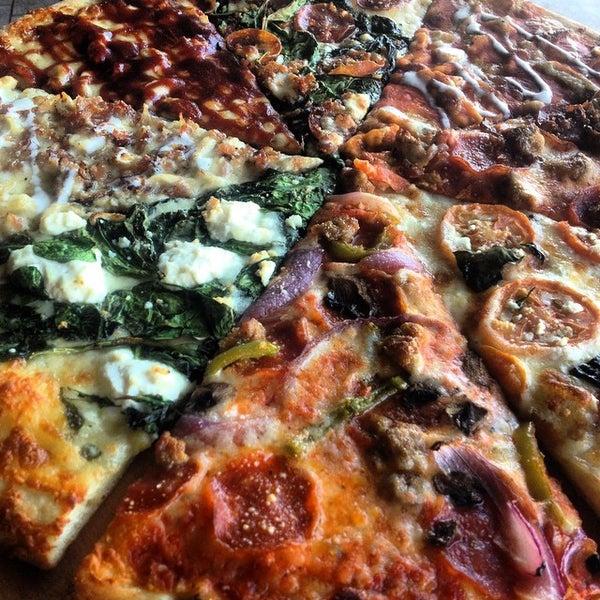 Foto diambil di Pizza on Pearl oleh Mike P. pada 11/28/2014