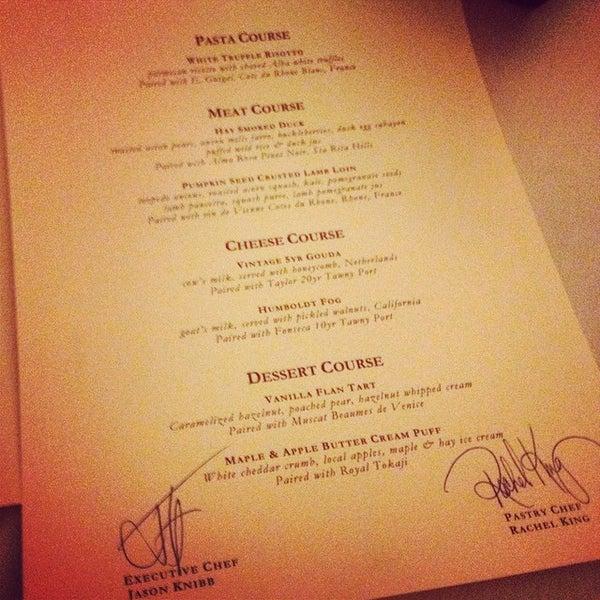 Foto tirada no(a) Nine-Ten Restaurant and Bar por Mike P. em 11/22/2014