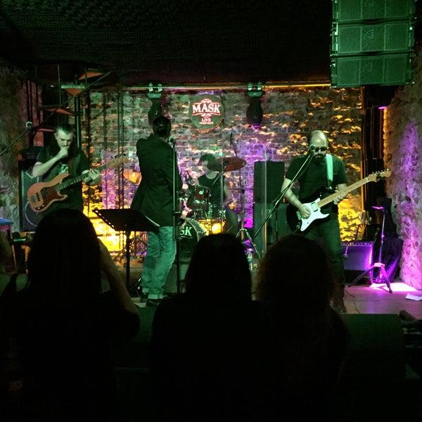 Foto diambil di Mask Live Music Club oleh Sami K. pada 3/4/2016