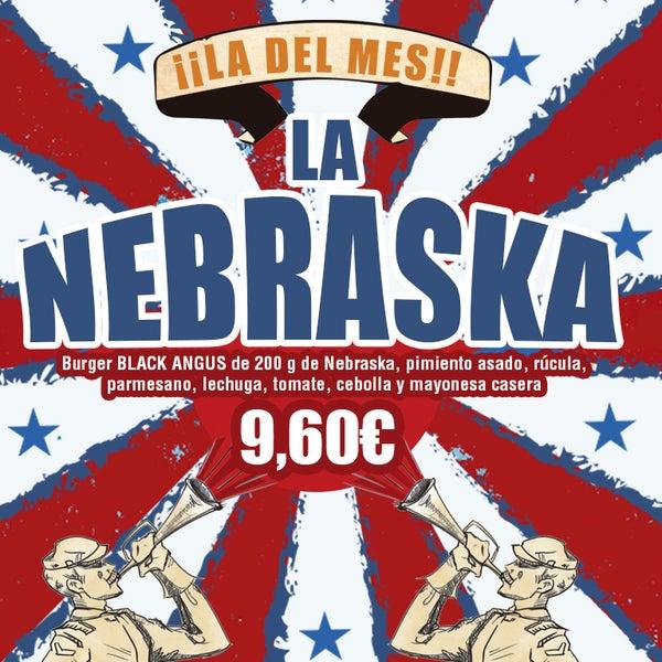 La estábamos esperando y al fin ¡llega la Nebraska! Hecha con burger Black Angus de 200 g. de Nebraska, acompañada de pimiento asado, rúcula, parmesano, lechuga, tomate, cebolla y mayonesa casera.