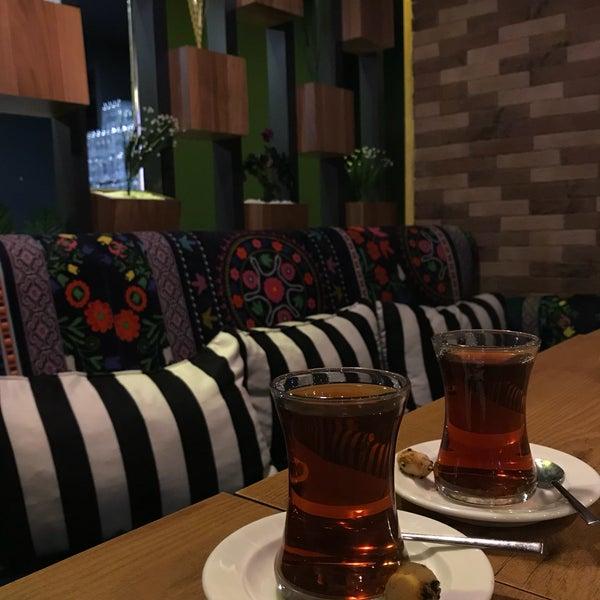 Das Foto wurde bei Coffee Caramel von Şeyma Ş. am 3/22/2018 aufgenommen