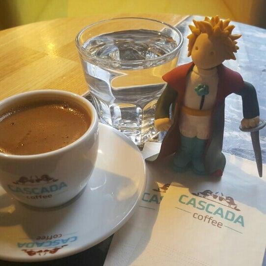 Das Foto wurde bei Cascada Coffee von Şeyma Ş. am 7/22/2016 aufgenommen