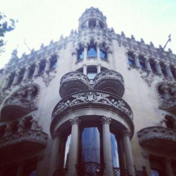 รูปภาพถ่ายที่ Casa Lleó i Morera โดย toco1017 เมื่อ 10/8/2012