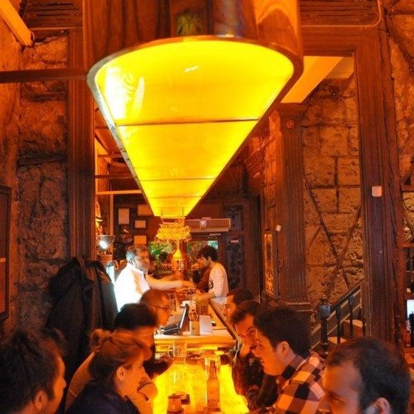 รูปภาพถ่ายที่ Sardunya's Brasserie Bomonti ve Şarap Evi โดย Hami T. เมื่อ 2/22/2013