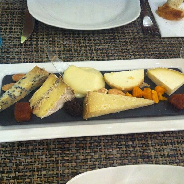 Foto scattata a Poncelet Cheese Bar da Anita E. il 7/5/2013