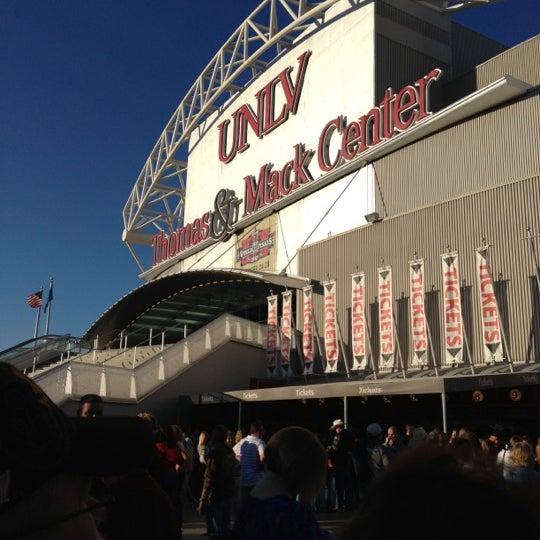 Das Foto wurde bei Thomas & Mack Center von Teresa P. am 10/24/2012 aufgenommen