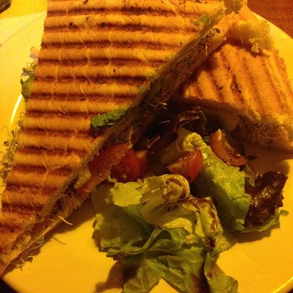 Foto tomada en Rico's Café Zona Dorada por Karlita R. el 7/30/2014