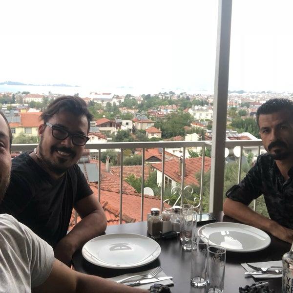 รูปภาพถ่ายที่ King's Garden Restaurant โดย HAİR STUDIO & DODİ SPOR & R LİNE MOTORS M. เมื่อ 9/9/2018