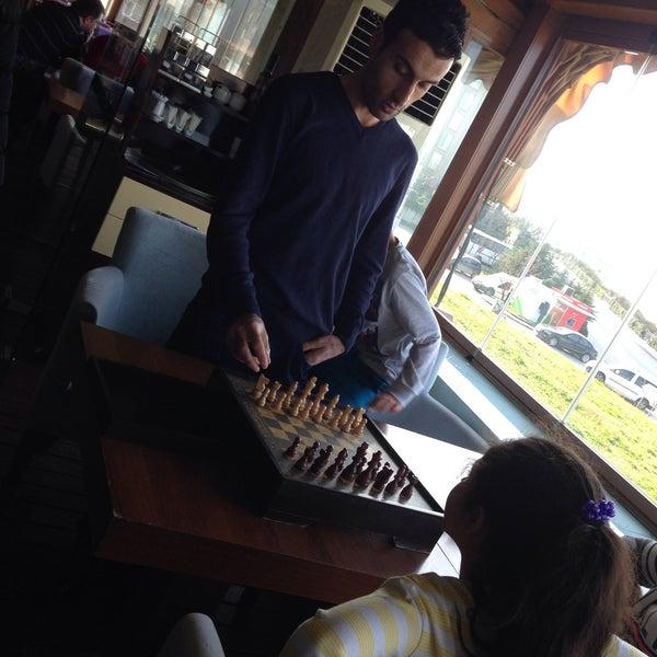 Foto diambil di Gemini Cafe & Restaurant oleh 💛💙1⃣9⃣0⃣7⃣💛💙 pada 12/28/2014
