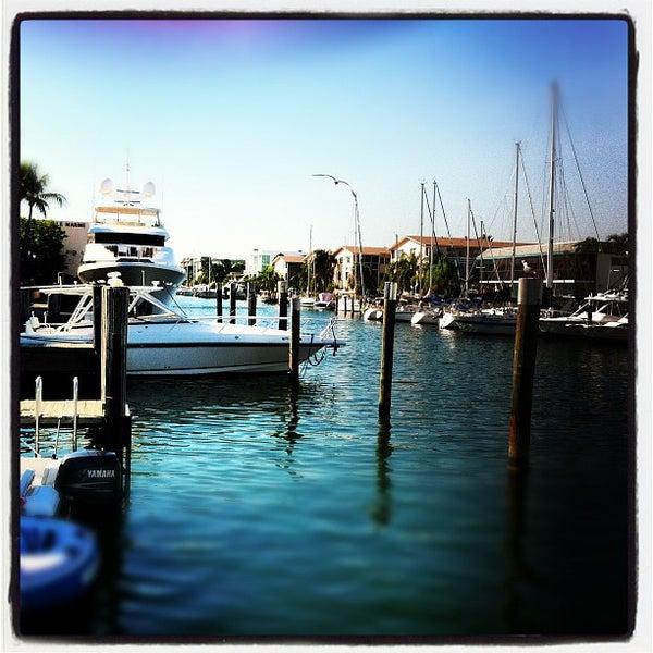 Photo prise au Bimini Boatyard Bar & Grill par Jonathan B. le11/24/2012