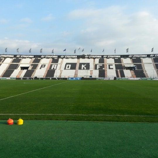 รูปภาพถ่ายที่ Toumba Stadium โดย Stavros S. เมื่อ 11/24/2012