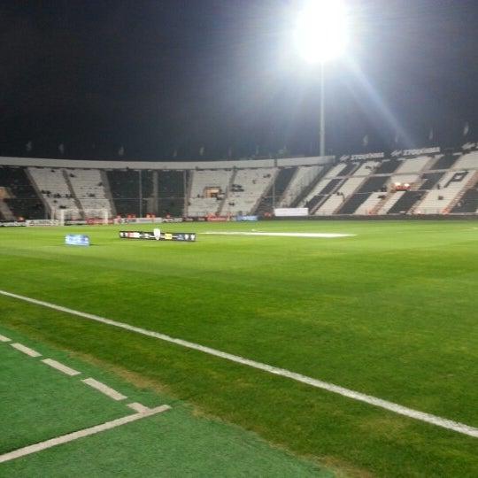 รูปภาพถ่ายที่ Toumba Stadium โดย Stavros S. เมื่อ 11/25/2012