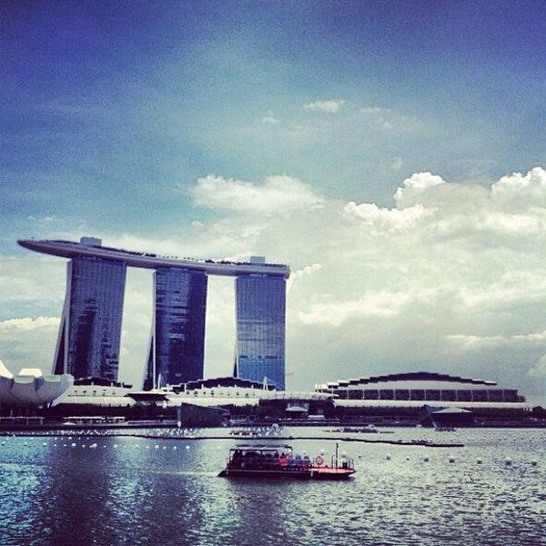 Foto diambil di Singapore River oleh JOEL C. pada 11/30/2012