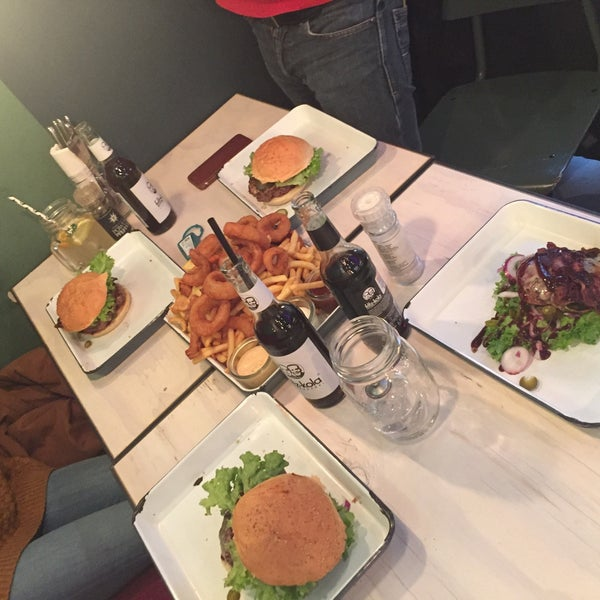 Meilleur burger sur Düsseldorf : trop bon, prix raisonnable, large choix de burger et personnel très sympa!!