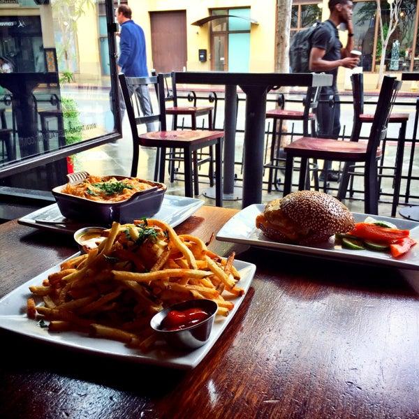 4/7/2016에 محمد ا.님이 The Misfit Restaurant + Bar에서 찍은 사진