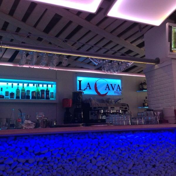 รูปภาพถ่ายที่ La Cava โดย Viktor V. เมื่อ 5/11/2014