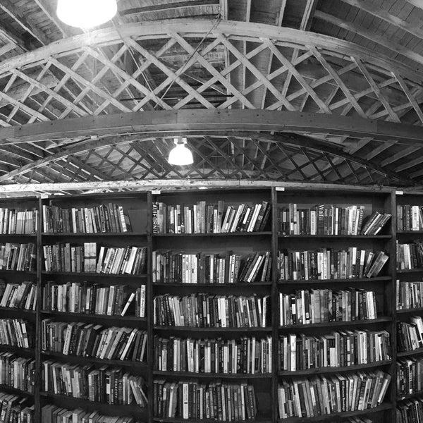 Open Books Warehouse - Pilsen - 3 tips