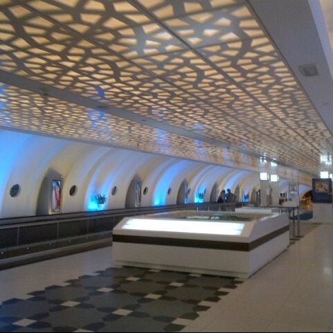 Photo prise au Abu Dhabi International Airport (AUH) par Iswara A. le2/20/2013