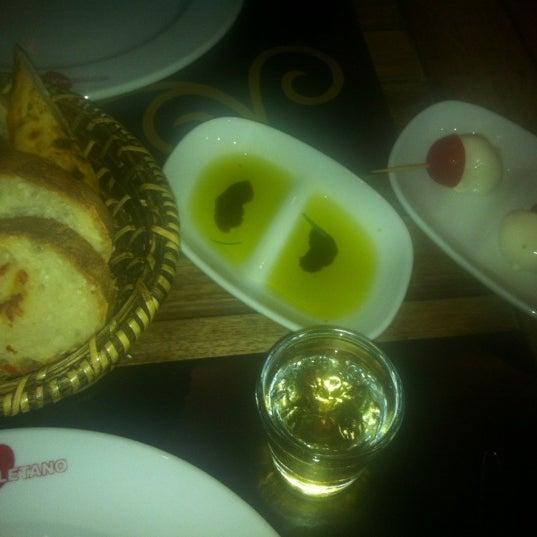 Foto scattata a Rossopomodoro da sans_atout il 12/16/2012