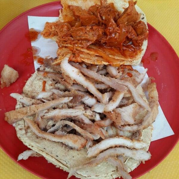 Foto tirada no(a) Tacos sarita por Crïstïan L. em 8/5/2015