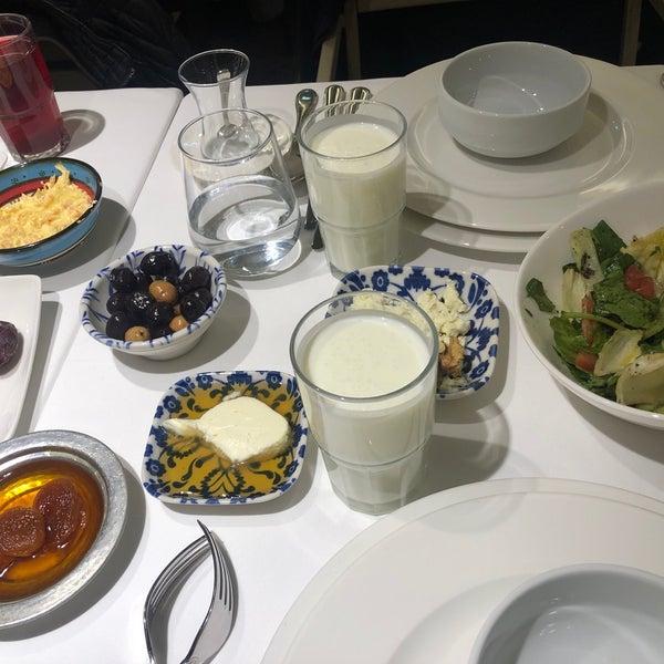 Das Foto wurde bei Seraf Restaurant von Memet am 5/10/2019 aufgenommen