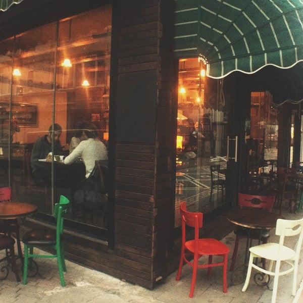 12/24/2013 tarihinde Tosbağa Cafeziyaretçi tarafından Tosbağa Cafe'de çekilen fotoğraf
