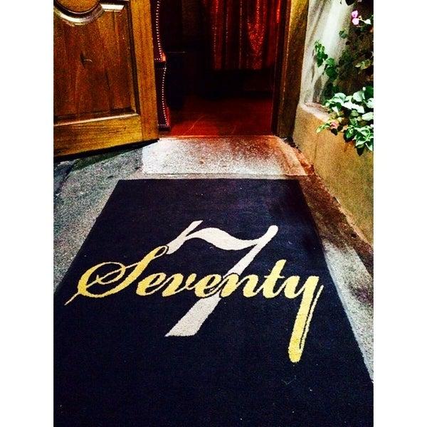 Foto tomada en Seventy7 Lounge por Jennifer N. el 7/31/2014