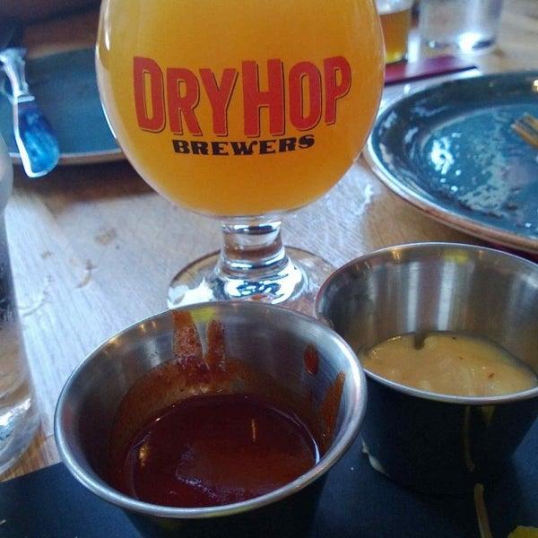 7/21/2013에 Joe S.님이 DryHop Brewers에서 찍은 사진