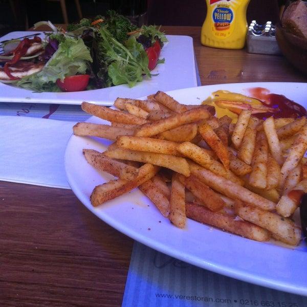 4/3/2013にahmet d.がVe Cafe & Restaurantで撮った写真