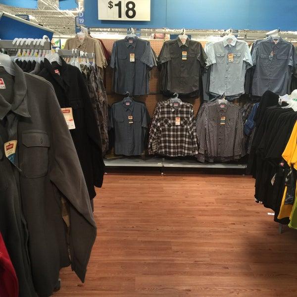 """2/13/2015 tarihinde 💥Gregory """"Gee Dub"""" W.ziyaretçi tarafından Walmart'de çekilen fotoğraf"""