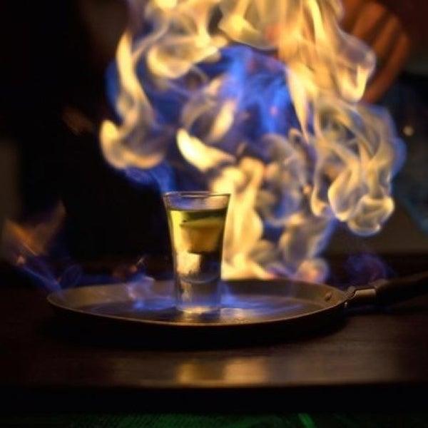 Сюда приходишь, как домой...действительно, душевный бар)) и зажигательные коктейли, и игры всякие, не заметишь, как время летит... И не надо))