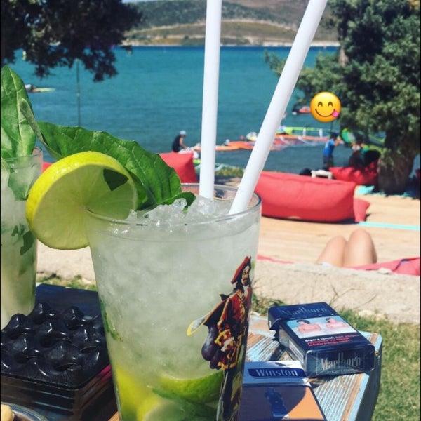 Das Foto wurde bei Alaçatı Surf Paradise Club von A.İncilay am 8/18/2018 aufgenommen