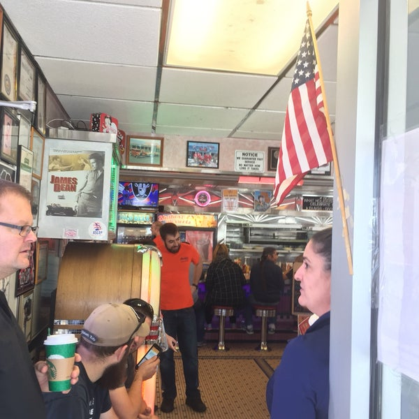 Foto tirada no(a) Rosie's Diner por Tara D. em 11/6/2016