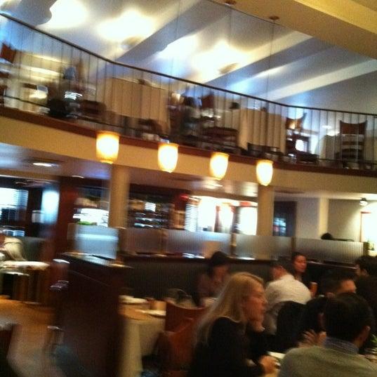 Das Foto wurde bei Beacon Restaurant & Bar von Ryan L. am 11/11/2012 aufgenommen